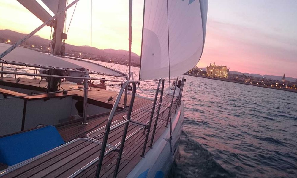 Sunset-catamaran-tour-on-Mallorca